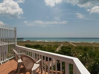 Contemporary oceanfront townhouse just south of Crystal Pier