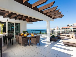 Luxurious Penthouse, breathtaking view! Private terrace with bar. Playa Royale.