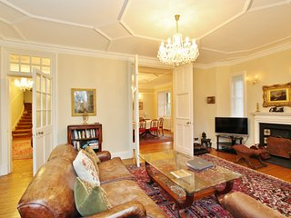 3 Bed Apartment in the Historic Ramsay Garden