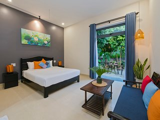 Jasmine Homestay - Cozy Deluxe Room w/Lush Tropical Garden, Terrace & Quite area
