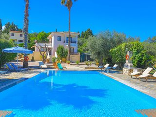 Villa Lianolia: Huge pool, A/C, WiFi, near the beach