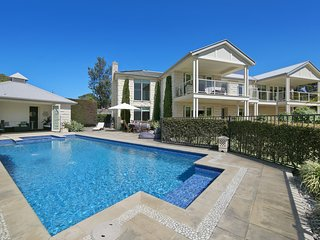 Holiday Shacks - Alkira Beach Retreat - Luxury Retreat with pool, jacuzzi, water