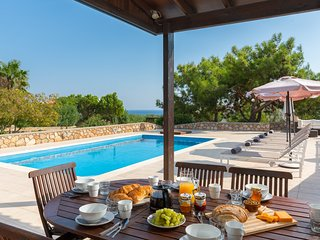 Villa Amara with private pool and hot tub