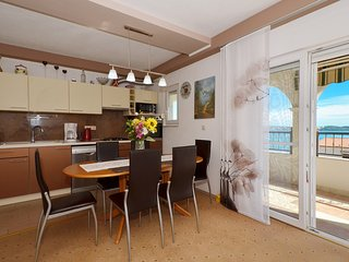 ARTE - spacious app with 2 bedrooms, 80m from the beach in Seget Donji - TROGIR