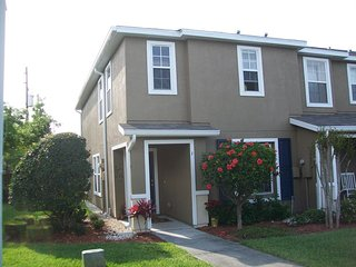 Townhome in Central Clearwater, Minutes to Beach, Tampa or St. Pete