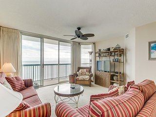Spacious Oceanfront condo, walking distance of Main St., great amenities!!