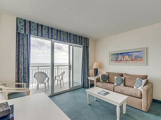Oceanfront condo, great resort, tons of pool amenities (in tower 3)