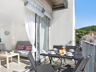 2 bedroom Apartment with Air Con, WiFi and Walk to Beach & Shops - 5223671