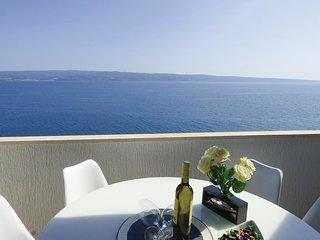 2 bedroom Apartment in Jesenice, Croatia - 5673556