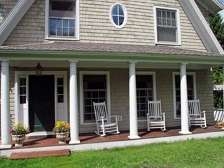 Elegant Acorn Cottage - Lodge In The Village Of Lake Placid Location Location.