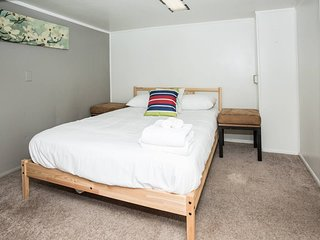 Adorable Apt ★ 2 min walk to Greenlake ★ Sleeps 4!