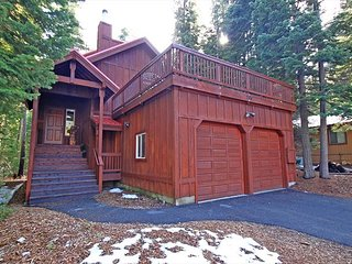 Chalet Lani - HOT TUB - 3 bedroom, 2 bath - Quiet Location!