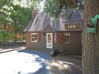 Pine Cottage - 1 bedroom, loft, 1 bath - walk to Lake Tahoe!
