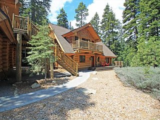 McKinney Creek Cabin - Total of 5 bedrooms & 3 baths - Walk to Chambers