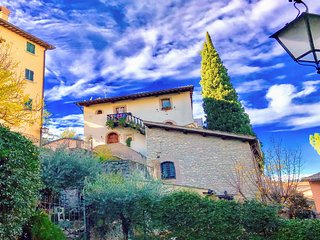 SPOLETO ANTIQUITY - sleeps 10, no car necessary, 2 mins walk to free travellator
