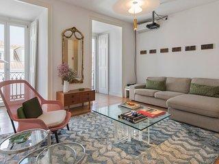 Beautiful, Calm & Spacious Flat near Bairro Alto
