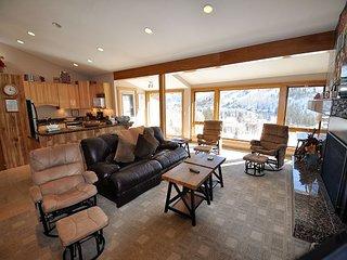 Sandstone 2 Bedroom Condo #601 w/ Amazing Views. Carport, Shuttle.