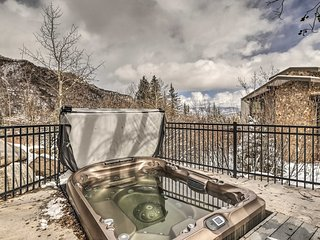NEW! Ski-in/Ski-out Snowmass Studio w/Hot Tub!