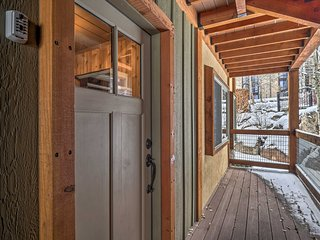 Ski-in/Ski-out Snowmass Studio w/Hot Tub!