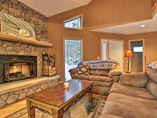 NEW! Cozy Silverthorne Home w/Hot Tub Near Skiing!