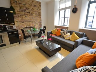 Fantastic Two Bed Two Bath Apartment near Liverpool Street