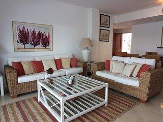 Rez-de-chaussée 3 chambres avec grande terrasse Atalaya Isdabe Estepona