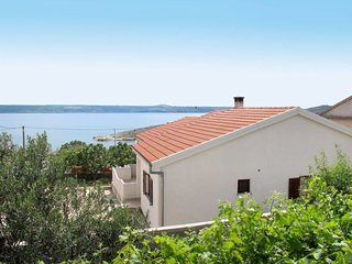 3 bedroom Villa with Air Con, WiFi and Walk to Beach & Shops - 5641021
