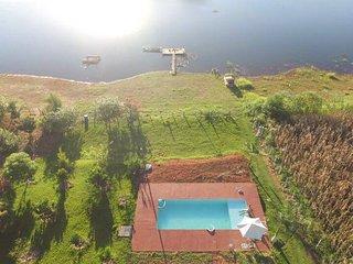 casa com piscinas e internet a 900 metros da repreza em areado