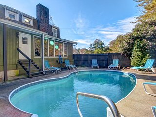 Secluded, dog-friendly home with a private outdoor pool, minutes from downtown!