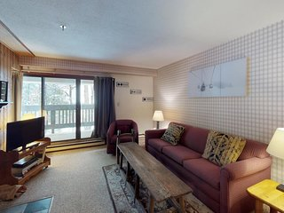 Cozy condo w/ mtn views and shared pools, hot tub, & sauna - walk to lifts!