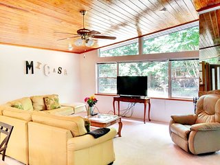 Large, quiet wooded home - UF