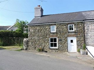 Old Court Cottage, near Fishguard with real log fire!