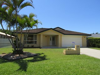 Daintree House - In The Heart Of Lennox Head!