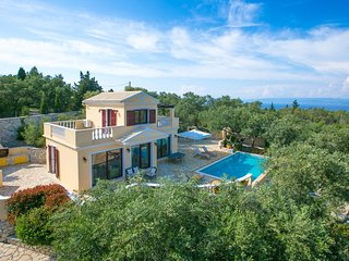 Kalliope Villa - Classic, modern with a splash of glam