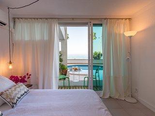 Cozy apartment a short walk away (319 m) from the 'Playa de Banos del Carmen' in