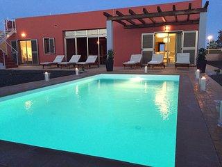 Deluxe Villa Paradise...Private  HEATED Pool& Garden, WIFI.