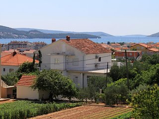 Two bedroom apartment Trogir (A-9209-a)