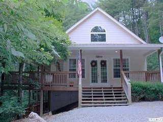 Coon`s Den-Blue Ridge Cabin Rental