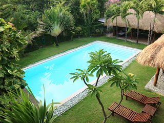 VILLAKU KUTA (PRIVATE VILLA 4 BR+EXTRA LARGE POOL) 3mnts from Airport