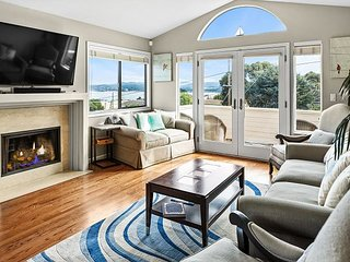 4BR w/ 180-Degree Bay Views - Walk to Monterey Bay Aquarium & Cannery Row