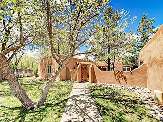Pinon Treasure - Delightful Studio in Gated Community, Walk to Taos Plaza
