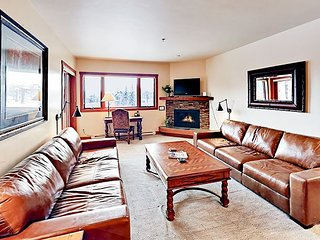 Steps to Gondola! Snow Flower 4BR/4BA - Pool, Hot Tub, Balcony & Big View