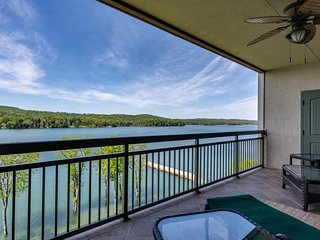 Lakefront condo with shared pool, hot tub, spa, marina access