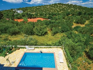 2 bedroom Apartment in Murter, Sibensko-Kninska Zupanija, Croatia : ref 5562651