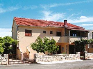 3 bedroom Apartment in Mirca, Splitsko-Dalmatinska Zupanija, Croatia : ref 56409