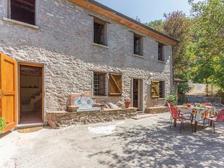 2 bedroom Villa in Metato, Tuscany, Italy : ref 5537530