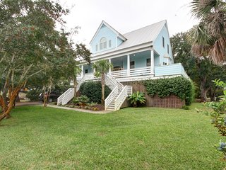 Beautiful 4 bedrm 4.5 bath Isle of Palm Home **Close to Everything**