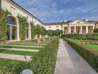 3 bedroom Villa in Fornaci Fagarè, Veneto, Italy : ref 5690719