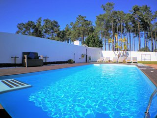 Villa, private pool, 5 min beaches 20 min Lisbon
