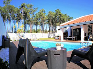 Villa, salt water pool, 5 min beaches and 20 min Lisbon